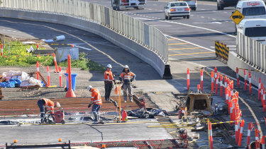 West Gate Tunnel works: over budget and behind schedule