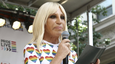 Donetella Versace has apologised over her brand's T-shirt that caused offence in China for suggesting Hong Kong and Macau are countries.