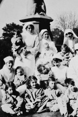 Nurses and children in front of the Westgarth fountain at the Exhibition Building in 1919.