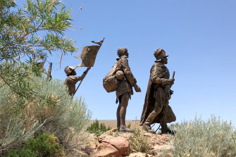 La Jornada in bronze: Don Juan de Onate leads a group of Spanish settlers from Mexico in New Mexico.