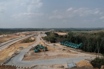 This toll road between Balikpapan and Samarinda is a crucial step in preparing for the relocation of the capital.