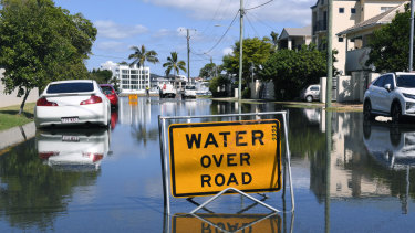 Flooding is seen on the Gold Coast, Wednesday, February 20, 2019. Huge swells and high tides are set to pummel south-east Queensland beaches over the coming days as Cyclone Oma tracks towards the Queensland coast. (AAP Image/Dave Hunt) NO ARCHIVING