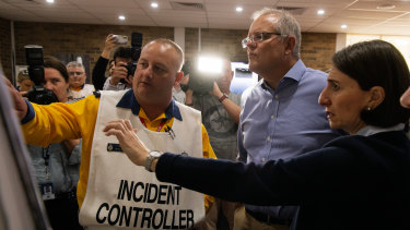 Prime Minister Scott Morrison and NSW Premier Gladys Berejiklian received a briefing at the Wollondilly Emergency Control Centre on Sunday.