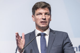 Federal Energy Minister Angus Taylor says he wants a 'collaborative' approach to resolving the country's grid woes, signalling a preference for bilateral deals of a national one.