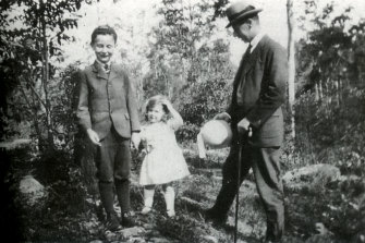 Fred  Whitlam was an avid gardener. (L-R) Gough, Freda and Fred Whitlam. Chatswood, 1924.