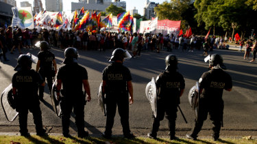 Police face demonstrators protesting US intervention in Venezuela, outside the US embassy in Buenos Aires, Argentina, on Monday.
