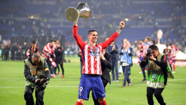 Fernando Torres with the Europa League trophy in May.