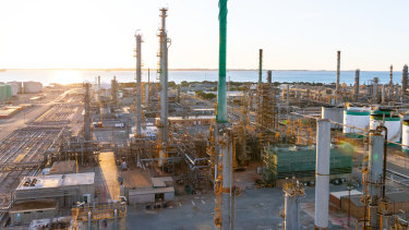 British oil giant BP has announced the closure of Perth's Kwinana oil refinery, the largest in the nation, leaving 600 workers out of a job.