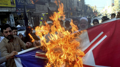 Turkey calls on Muslims to boycott France over Islamic crackdown