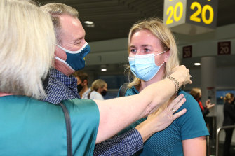 Ariarne Titmus is greeted by parents Steve and Robyn at Brisbane Airport.