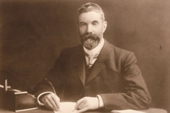 Alfred Deakin: governed with a minority in Parliament.