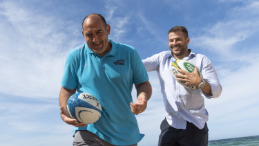 Argentina coach Mario Ledesma and former Wallaby Drew Mitchell at Manly beach on Friday.