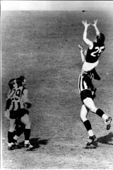 Alex Jesaulenko marks for the Carlton Blues in the 1970 Grand Final against Collingwood.