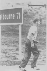 Cliff Young on his way to Melbourne.