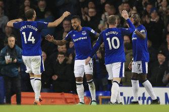 Everton celebrate Walcott's breakthrough goal.