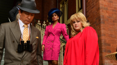 David Wenham,  Rebel Wilson and Pallavi Sharda in the TV series Les Norton.