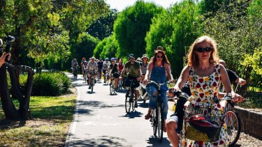 Cyclists protest against helmet laws.