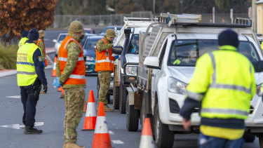 Australian Army soldiers assist police at the NSW-Victoria border control point in Albury.