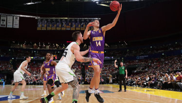 The Sydney Kings and the Hawks are moving to Albury for the start of the NBL season.