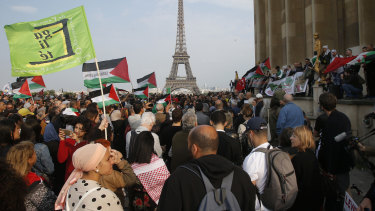 Demonstrators gather in Paris' Trocadero plaza to protest Israel's use of force along the Gaza Strip.