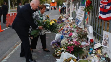 Australian Governor-General Sir Peter Cosgrove and his wife Lynne pay tribute outside the Al-Noor Mosque in Christchurch, New Zealand.