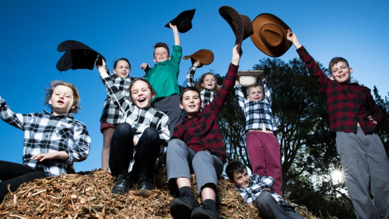 Students at St John the Baptist Primary School are trying to raise $200,000 for NSW farmers.