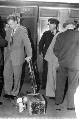 """""""Scientific experts and detectives discuss clues outside the death carriage.""""  February 23, 1954."""