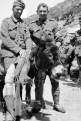 John Simpson Kirkpatrick and his donkey help a wounded soldier at Gallipoli.