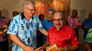 Prime Minister Scott Morrison gives PNG Prime Minister Peter O'Neill a Wallabies rugby union jersey at a barbeque for Pacific Islands leaders after the 2018 APEC summit.