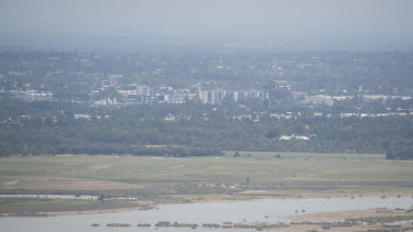 The view of Penrith, obscured by air pollution,  from Hawkesbury Lookout.