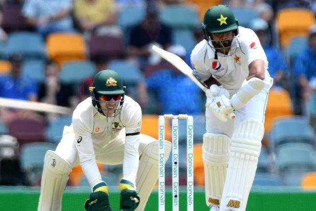 Pakistan six down following bizarre no-ball call