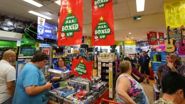 Christmas shopping rush at JB Hi-Fi in 2015.