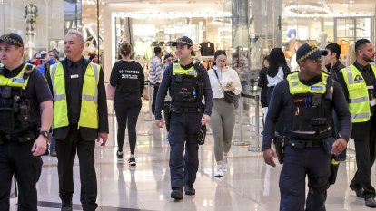 COVID cops come to malls as shopping centres enforce social distancing