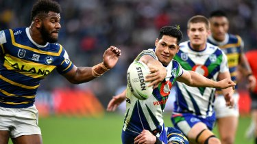 Game-changer: Roger Tuivasa-Sheck and the pass that was ruled forward to deny the Warriors a try against the Eels.