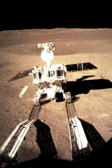 Jade Rabbit, the Chinese lunar leader, lets the wheelchairs touch the surface of the moon by touching the remote surface.