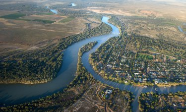 The Murray-Darling Basin Authority is moving 76 jobs into towns on the river system.