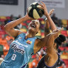 Cambage fires Flyers into WNBL grand final, Boomers stay alive