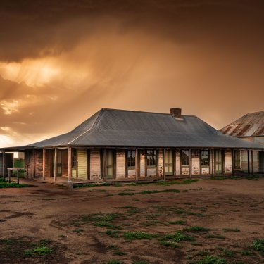 The shuttered One Tree Hotel near Hay, NSW, was once a staging post for the Cobb & Co. coach.