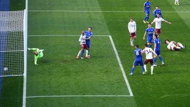 David Luiz beats Leicester keeper Kasper Schmeichel to score for Arsenal.