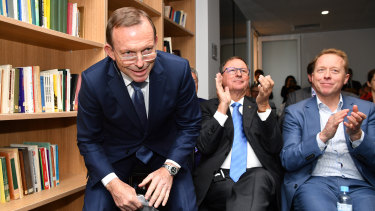 The sympathetic CIS crowd applauded the former prime minister.