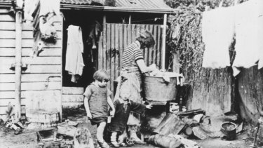 An open air wash-house, Collingwood.
