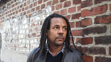 Colson Whitehead's literary crime novel Harlem Shuffle is a family saga set in New York City of the early 1960s.
