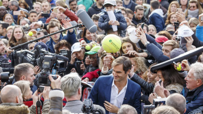 Federer to chase wins, not ranking