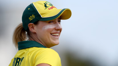 Ellyse Perry makes defining contribution of Women's Ashes opening day