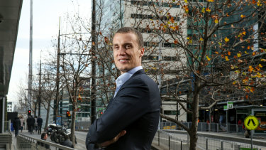Retired Sydney Swans and Essendon player Ted Richards is now with robo investment adviser Six Park.