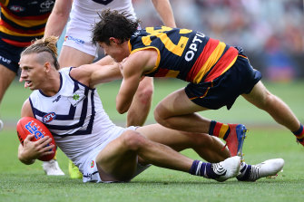 Nat Fyfe is tackled by Ned McHendry.