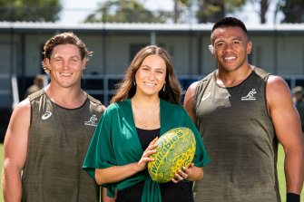 Wallabies captain Michael Hooper and prop Allan Alaalatoa with Olivia Fox, who will sing the Australian national anthem in the Eora language of the Gadigal people before the Wallabies play Argentina  on Saturday.