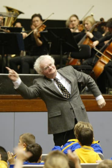 Richard Gill has fun with school kids during the Sydney Symphony Regional tour at Wollongong University in 2004.