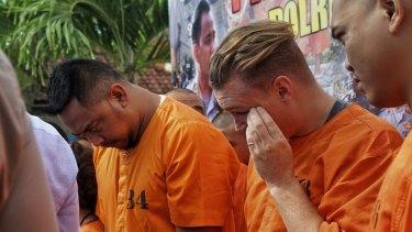 William Cabantog (L) and David Van Iersel (R) during a press conference at Denpasar police station last week.