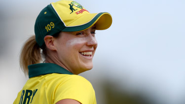 Ellyse Perry made the defining contribution of the Women's Ashes opening day.